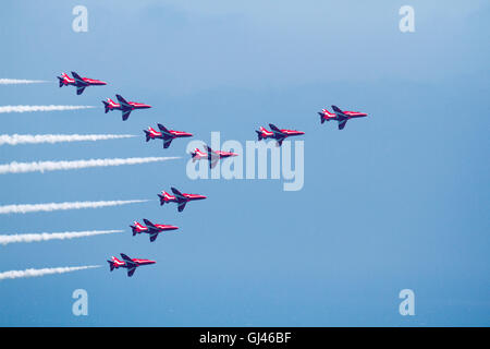 Eastbourne, UK. 12th Aug, 2016. Day 2 of the Eastbourne airshow gets underway with the Red Arrows performing over - Stock Photo