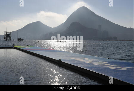 Rio de Janeiro, Brazil. 13th Aug, 2016. Rowers practive in an eights prior to today's races of the Rowing events - Stock Photo