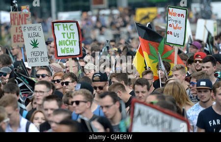 Berlin, Germany. 13th Aug, 2016. Participants of the 20th Hemp Parade in Berlin, Germany, 13 August 2016. The demonstrators - Stock Photo