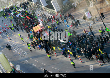 Demonstration auf dem Boulevard Unter den Linden, Berlin. - Stock Photo