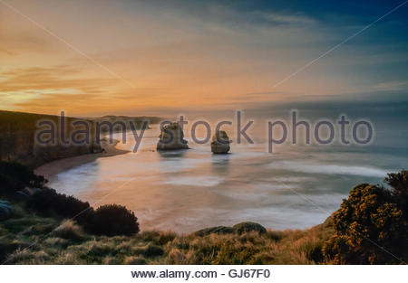 Dramatic coastline at Gibson Steps, near Port Campbell, Shipwreck Coast, Great Ocean Road, Victoria, Australia. - Stock Photo