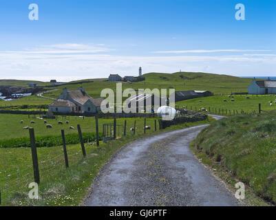 dh FAIR ISLE SHETLAND Road croft cottage houses village Stock ...