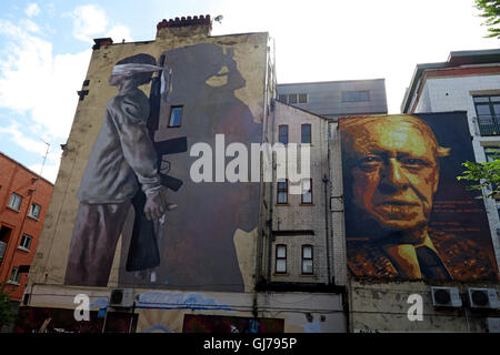 Author Anthony Burgess mural art work, with blindfolded child holding gun, Northern Quarter, Brightwell walk, Manchester - Stock Photo