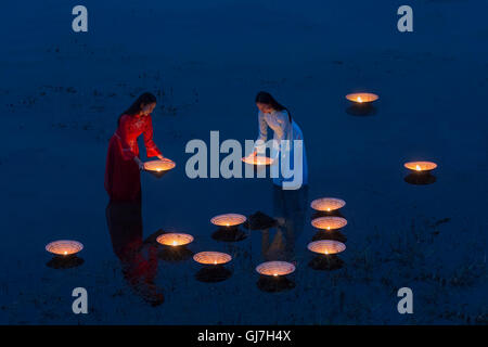 Asia, Lamplighter Vietnamese girl in river Made from the hat - Stock Photo