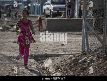 Kurdistan Regional Goverment are, Iraq. 31st Mar, 2016. Refugee girl in a camp near to Halabja. © Bertalan Feher/ZUMA - Stock Photo
