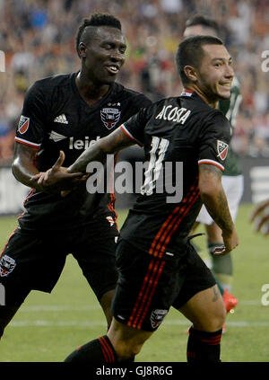 Washington, DC, USA. 13th Aug, 2016. 20160813 - D.C. United midfielder LUCIANO ACOSTA (11) celebrates with d8, following - Stock Photo