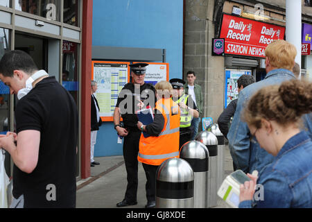 Partick Train and Underground station evacuated and closed in security alert. - Stock Photo