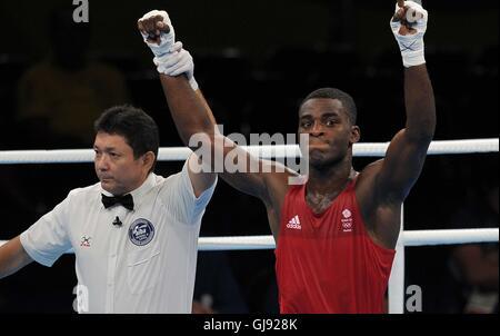 Joshua Buatsi (GBR, red). Boxing. Riocentro 6. Olympic park. Rio de Janeiro. Brazil. 15/08/2016. - Stock Photo