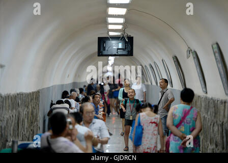 Xi'an, China's Shaanxi Province. 15th Aug, 2016. Residents enjoy the cool at an underground shelter in Xi'an, capital - Stock Photo