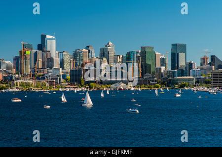 Lake Union and downtown skyline, Seattle, Washington, USA - Stock Photo