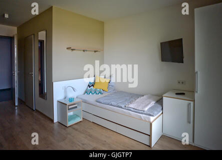 Berlin-Adlershof, Germany. 16th Aug, 2016. A 1-room apartment in the Medienfenster building, containing 153 small - Stock Photo