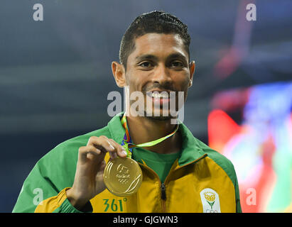 Rio de Janeiro, Brazil. 15th August, 2016. Wayde van Niekerk of South Africa with his gold medal in the mens 400m - Stock Photo