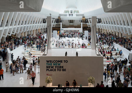 New York, USA. 16th Aug, 2016. Thousands of people attended the grand opening of the Westfield shopping mall in - Stock Photo