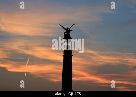 Aberystwyth, Wales, UK. 16th August, 2016. UK Weather: After a HOT day on the Welsh coast people on holiday enjoy - Stock Photo