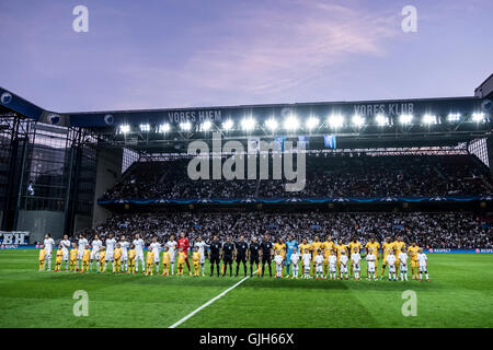 Denmark, Copenhagen, August 16th 2016. The two teams line up at the UEFA Champions League play-off match between - Stock Photo