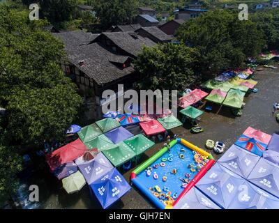 Chongqing, China's Chongqing Municipality. 17th Aug, 2016. Tourists play in an inflatable swimming pool in Zhuxi - Stock Photo