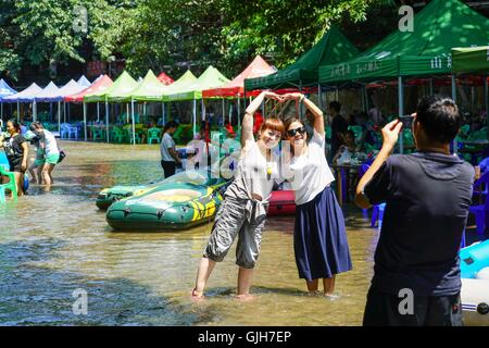 Chongqing, China's Chongqing Municipality. 17th Aug, 2016. Tourists pose for a photo in Zhuxi River of Pianyan Ancient - Stock Photo