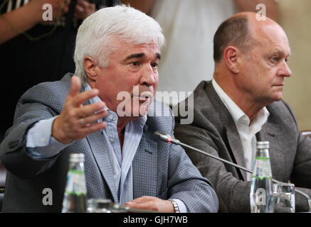 Moscow, Russia. 17th Aug, 2016. Yevgeny Lovchev (L), a Merited Master of Sport of the USSR and a football expert, - Stock Photo