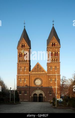 Deutschland, Nordrhein-Westfalen, Rhein-Erbt-Kreis, Wesseling bei Köln, Katholische Kirche St. Germanus - Stock Photo