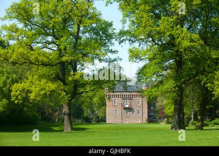 Deutschland, Nordrhein-Westfalen, Rhein-Erft-Kreis, Kerpen, Schloss Loersfeld - Stock Photo
