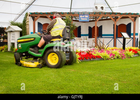 Southport Flower Show, Merseyside, UK. 17th Aug 2016:  Preparations are well underway in Victoria Park for the largest - Stock Photo
