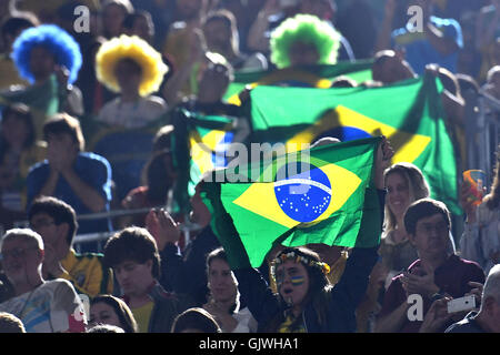 Rio de Janeiro, Brazil. 16th Aug, 2016. Brazil fans sing their national anthem during the Women's beach Volleyball - Stock Photo