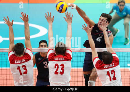 Rio De Janeiro, Brazil. 17th Aug, 2016. Aaron Russell (top) of the United States of America spikes the ball during - Stock Photo