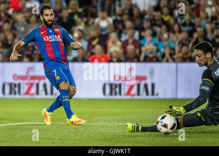 Barcelona, Catalonia, Spain. 17th Aug, 2016. FC Barcelona midfielder ARDA scores his team's first goal during the - Stock Photo