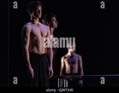 Edinburgh, Scotland, UK. 18th August, 2016. Scottish Ballet perform two works (MC14/22 and Emergence) in the Edinburgh - Stock Photo