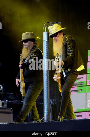 Glastonbury Festival, Somerset, 24th June 2016, American rock band  ZZ Top performing live on the Pyramid Stage - Stock Photo