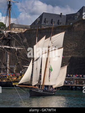 La Cancalaise, bisquine, full  sails, sailing in La Penfeld, during the Brest's International Maritime Festival - Stock Photo