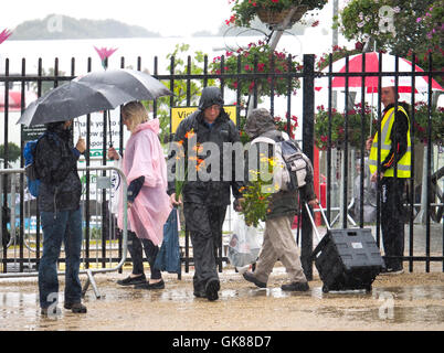 Southport Flower Show, Merseyside, UK. 19th August, 2016. Southport Flower Show. southport UK 19.8.16. A wet start - Stock Photo
