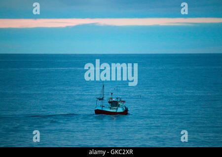 Impressionen: Fischerboot, Laukvik, Lofoten, Norwegen. - Stock Photo