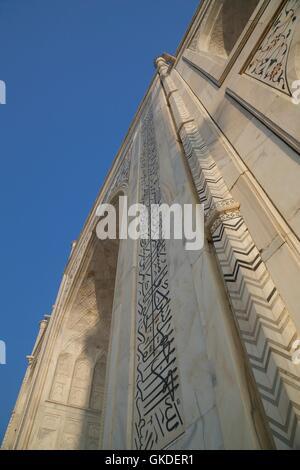 Detail of Taj Mahal mausoleum,  calligraphy of teachings from the Koran in Arabic writing on pishtaq arch, UNESCO - Stock Photo