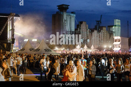 Hamburg, Germany. 19th Aug, 2016. The grounds of the Dockville festival in Hamburg, Germany, 19 August 2016. The - Stock Photo