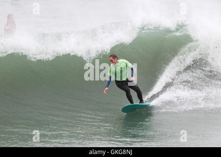 Newquay, Cornwall, UK. 20th August, 2016. Gale force winds produce large waves enjoyed by surfers at Towan Beach. - Stock Photo