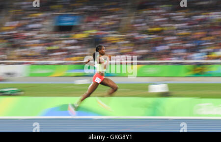 Rio de Janeiro, Brazil. 19th August, 2016. Almaz Ayana of Ethiopia in the women's 5000m final during the (EVENT) on Day 14 Athletics of the 2016 Rio Olympics at Olympic Stadium on August 19, 2016 in Rio de Janeiro, Brazil. Credit:  Roger Sedres/Alamy Live News
