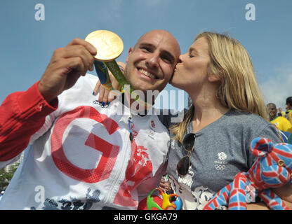 Rio de Janeiro. Brazil. 20th August, 2016. Liam Heath (GBR) gets a kiss from his wife Emily as they show us the - Stock Photo
