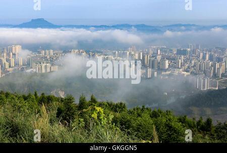 Kaili, Guizhou, China. 21st Aug, 2016. Photo taken on Aug. 21, 2016 shows the advection fog scene appearing in Kaili - Stock Photo