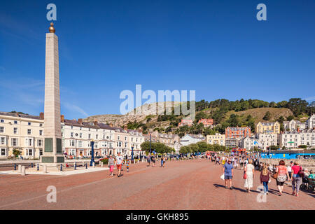 The Promenade and War Memorial at Llandudno, Conwy, Wales, UK - Stock Photo