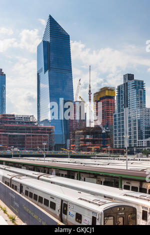 Buildings under construction as part of the Hudson Yards Project on the west side of Manhattan in New York City. - Stock Photo