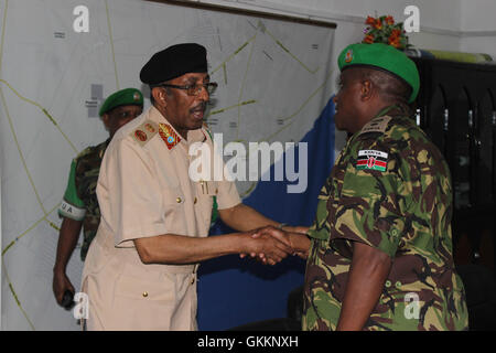 The Somali National Army (SNA) Chief of Defence Forces Maj. Gen. Mohamed Adan Ahmed (left) greets the AMISOM Force - Stock Photo