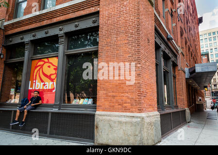 New York, USA - 19 August 2016 - Mulberry Street Branch of the New York Public Library © Stacy Walsh Rosenstock - Stock Photo