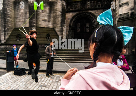 Edinburgh, Scotland. 22nd August, 2016. Performers show  their tricks each other after a day on the Royal Mile. - Stock Photo