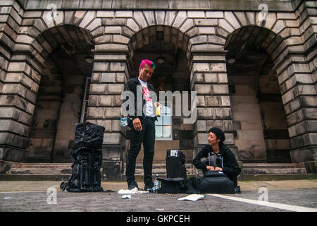 Edinburgh, Scotland. 22nd August, 2016. Two performers arranges their tools of their shows after the day on the - Stock Photo
