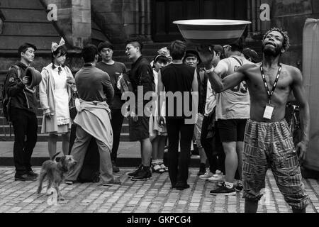 Edinburgh, Scotland. 22nd August, 2016. (NOTE: This picture has been converted in black and white) Performers train - Stock Photo