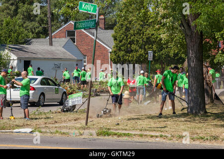 Detroit, Michigan - Volunteers clean up a distressed neighborhood during a week-long community improvement initiative. - Stock Photo