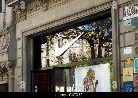 ojo exprimir Brote  Nike shop on Passeig de Gracia, Barcelona, Catalonia, Spain Stock Photo -  Alamy