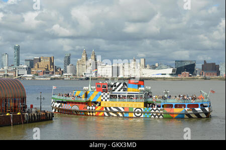 Dazzle Ferry Arriving At Woodside Ferry Terminal - Stock Photo