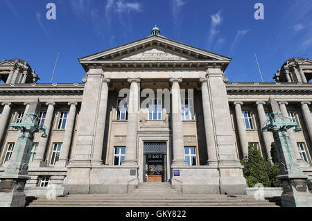 The hanseatic Higher Regional Court in Hamburg, Germany, 24 August 2016. The hearings in front of the state constitutional - Stock Photo